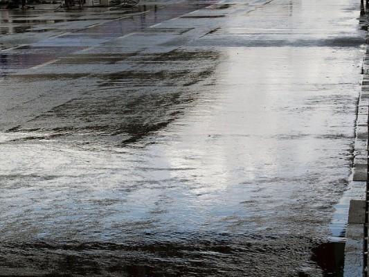 1. Training - Regen in Monza: Nass, kalt und finster