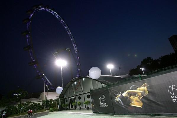 1. Training, WM-Rivalen unter Flutlicht vorne: Beginn des dunklen Zeitalters