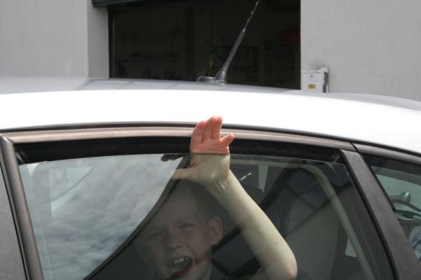 ADAC warnt vor fehlendem Einklemmschutz bei Autofenstern