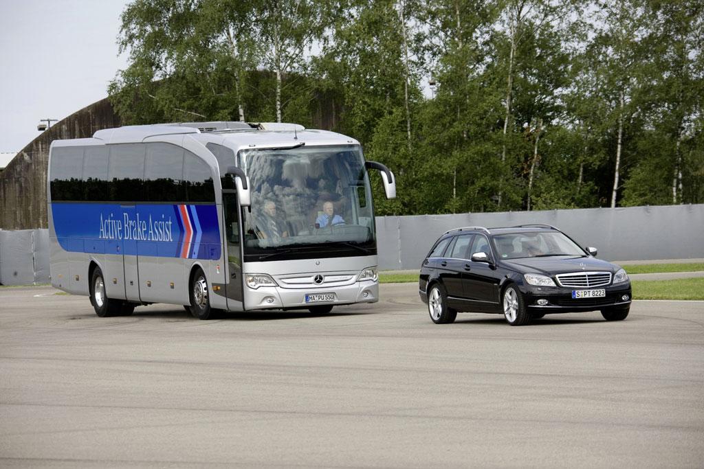 Deutliches Plus an Sparsamkeit und Sicherheit beim Mercedes-Benz Travego  - Bild(2)