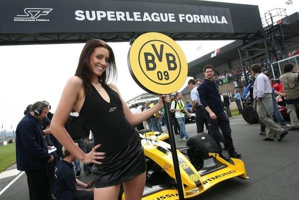 Gastspiel auf dem Nürburgring: Motorsport trifft Fußball