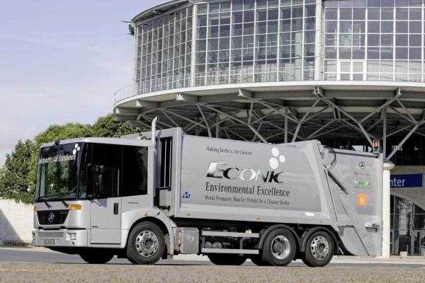 IAA: Hybrid-Offensive bei Daimler