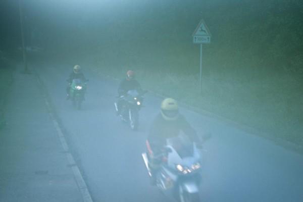 Im Herbst lauern Gefahren für Motorradfahrer