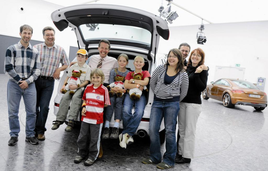 Junge ''Nachwuchsdesigner'' besuchen Audi