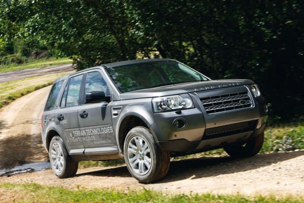 Land Rover mit Diesel-Hybridkonzept in Paris