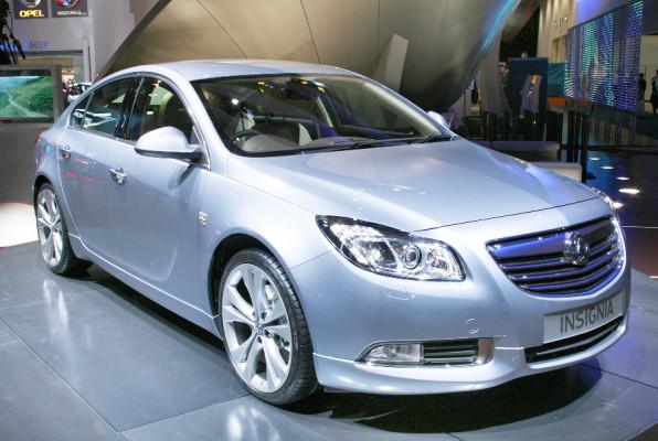 Opel Insignia erhält einen Fernlichtassistenten