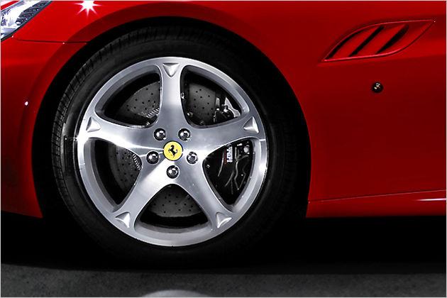 Der California ist Ferraris erstes Coupé-Cabriolet