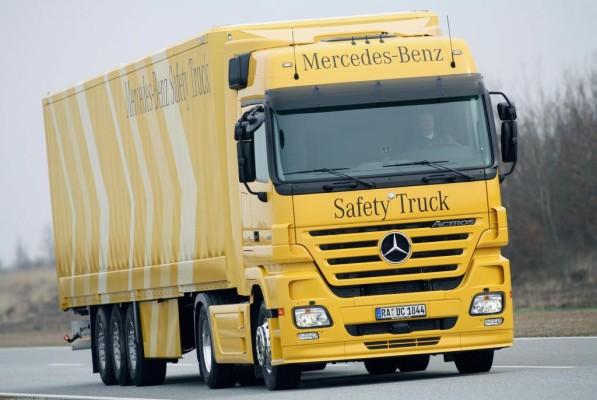 Elektronische Helfer senken schwere Lkw-Unfälle um die Hälfte