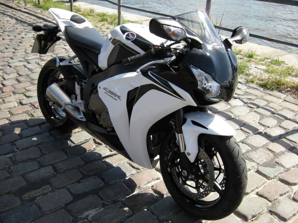 Fahrbericht Honda CBR 1000 RR Fireblade: Bizeps statt Tätowierung