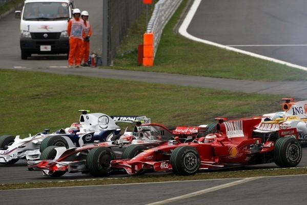 Räikkönen mit Kollisionsschäden: Abgedrängt