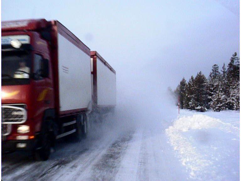 Ratgeber: Bei Schnee und Eis auf Lkw achten