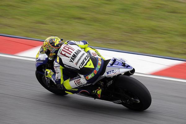 Yamaha-Duo in Startreihe eins: Schwierige Bedingungen für Rossi & Lorenzo