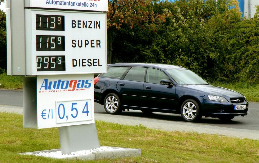 Autokauf: Sparen durch Gutscheine und alternativen Antrieb