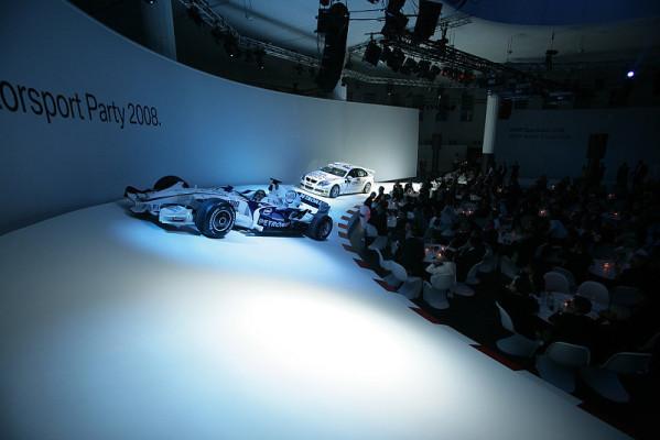 BMW rutscht in die neue Saison: Weihnachtliche Rutschpartie