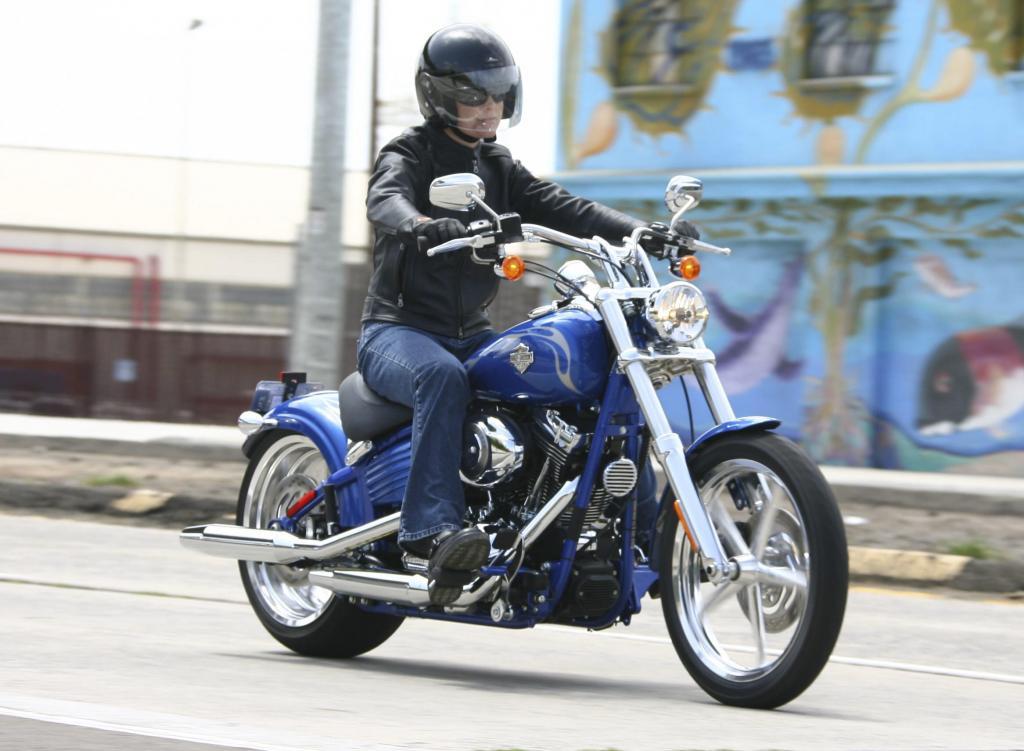 Fahrbericht Harley-Davidson Rocker C: Das Bilderbuch-Custombike