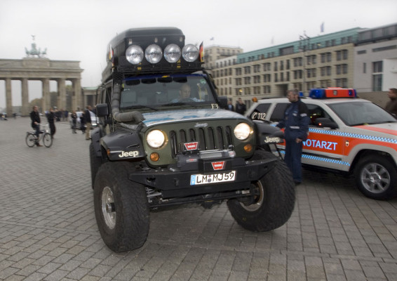 Im Jeep von Paris nach New York