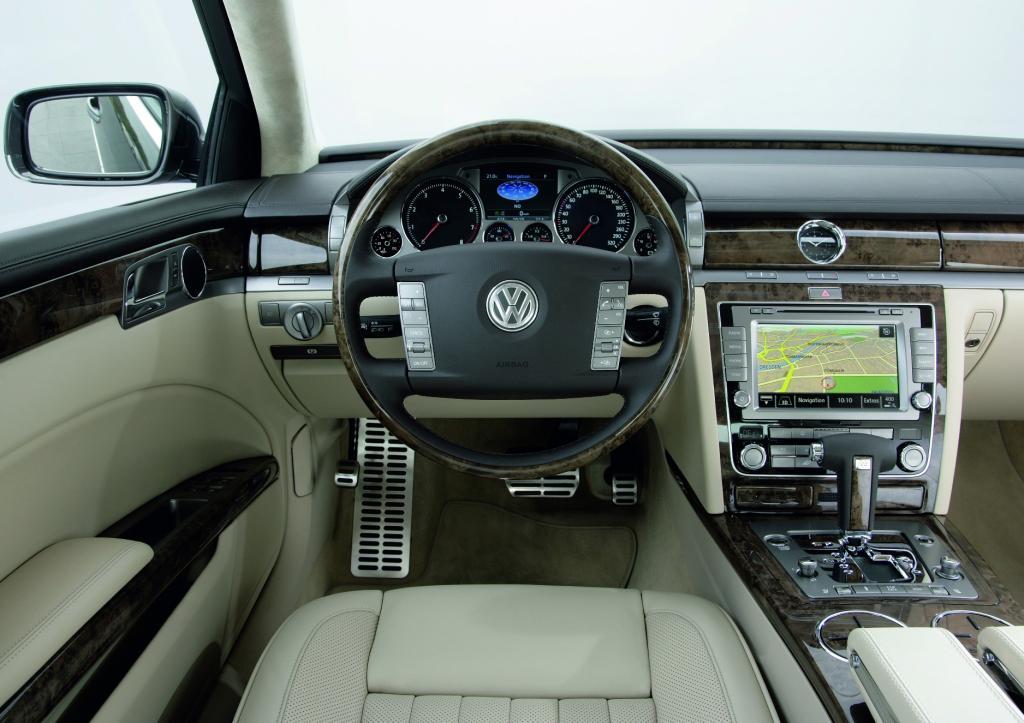 VW Phaeton mit mehr Leistung für Infotainment und Antrieb