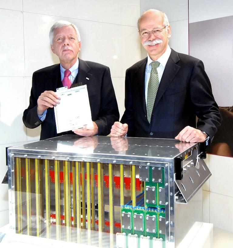Daimler und Evonik gründen Joint-Venture für Lithiumionen-Batterien