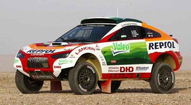 Mitsubishi fiebert dem Start der Rallye Dakar 2009 entgegen
