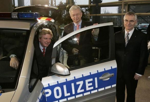 Opel übergibt 25 Zafira an Hessens Polizei