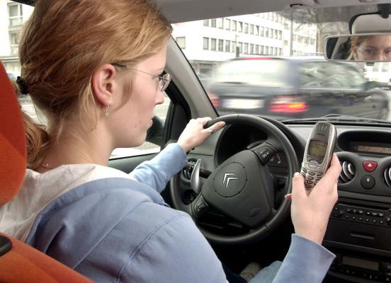 Recht: Während der Fahrt keine Navigation per Handy