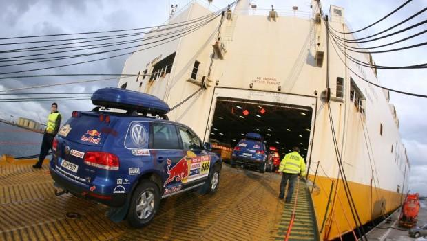 """Volkswagen auf dem Seeweg nach Argentinien zur """"Dakar"""""""