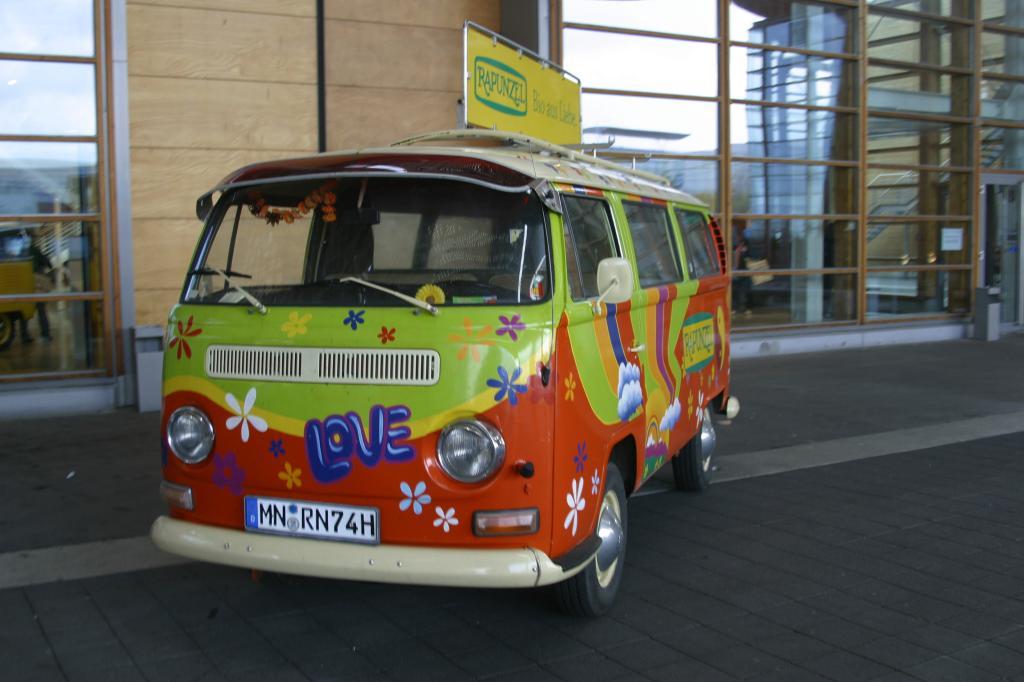 Vor 40 Jahren: Hippie-Autos sind Verkehrsminister zu bunt