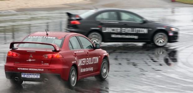 Zwei Weltrekorde im Mitsubishi Lancer Evolution