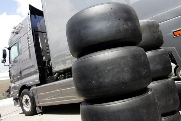 Überholbremse Bremsweg: Die Slicks machen es nicht besser