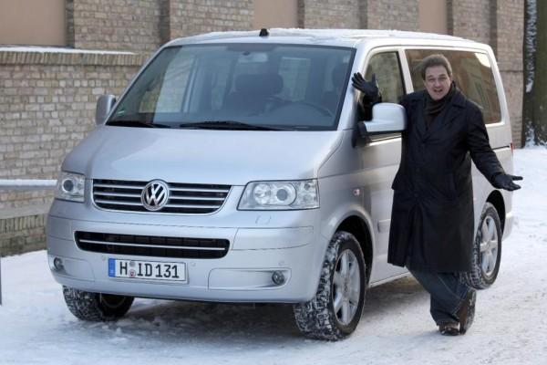 Oliver Kalkofe im Volkswagen Multivan auf Tournee