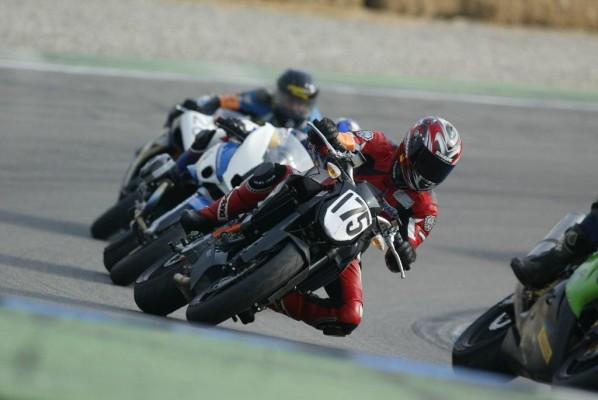 Rennstreckentraining von KTM: Knieschleifen für Ungeübte