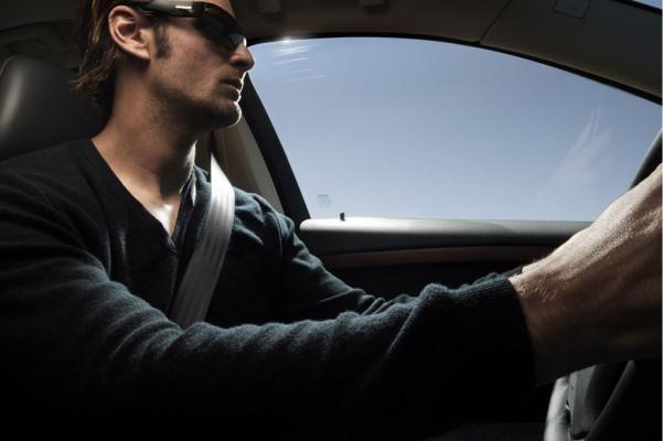 Volvo feiert - Greifen-Ziehen-Klick: Dreipunkt-Sicherheitsgurt wird 50