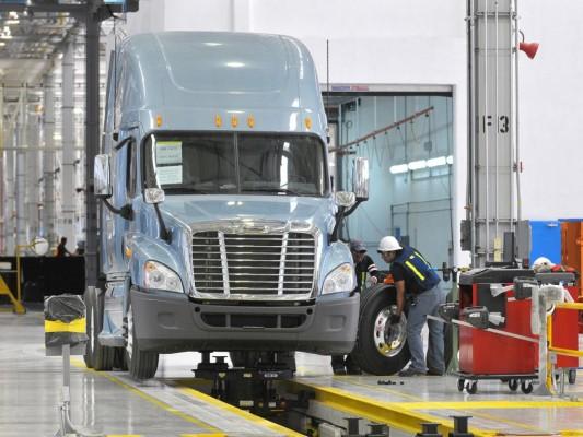 Daimler eröffnet neues Lkw-Werk in Mexiko
