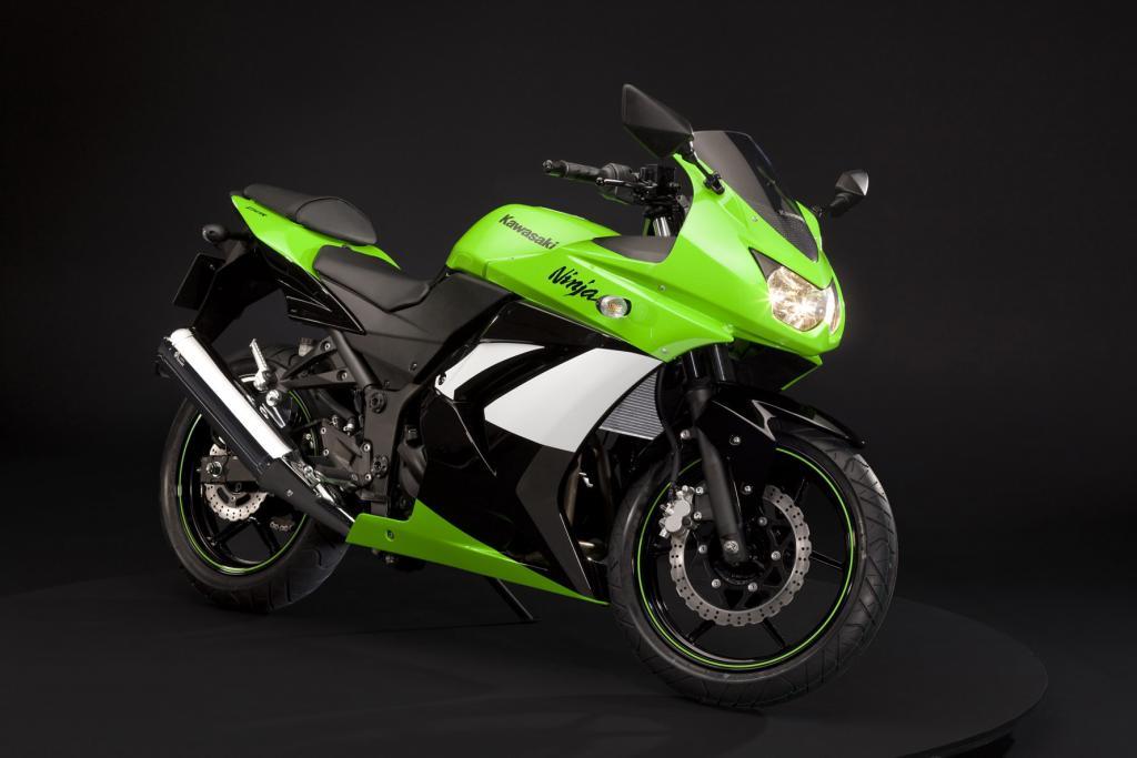 Neue Lackierung bei Kawasaki Ninja 250R und KLX250