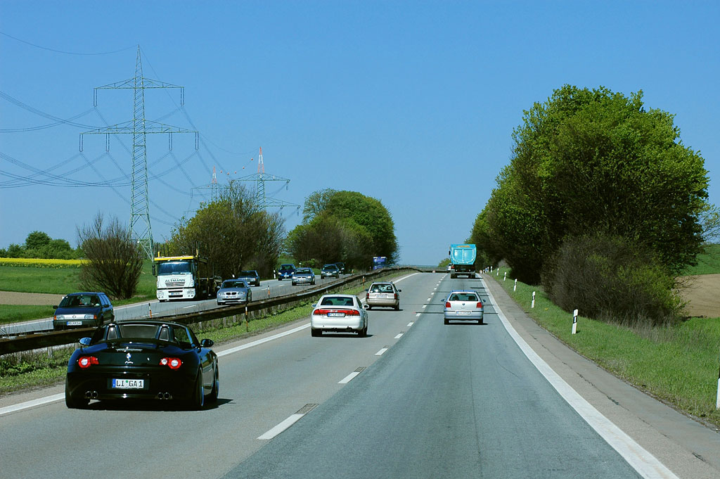 Urteil: Beim Überholen mindestens 10 km/h schneller sein