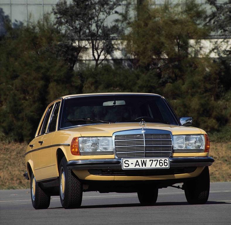 """Mit """"Mercedes-Benz Young Classics"""" setzt die Daimler AG auf ein neues vielversprechendes Geschäftssegment. Hier auf dem Foto: Mercedes-Benz E-Klasse Limousine der Baureihe 123 aus den Jahren 1975 bis 1985."""