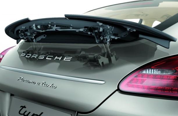 Fünf technische Neuerungen haben im Porsche Panamera Premiere