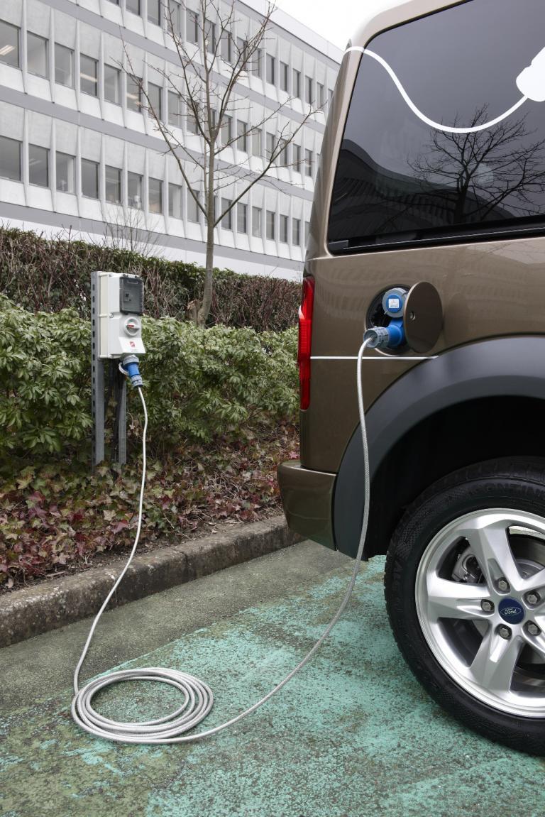 Genf 2009: Ford setzt den Tourneo Connect unter Strom
