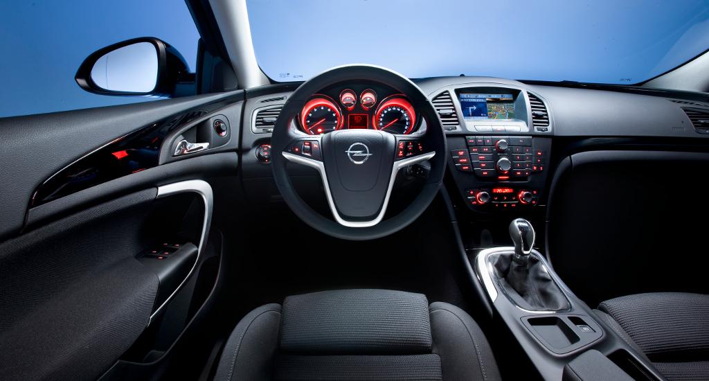Genf 2009: Opel Insignia erhält mit dem Sports Tourer zwei neue Motoren