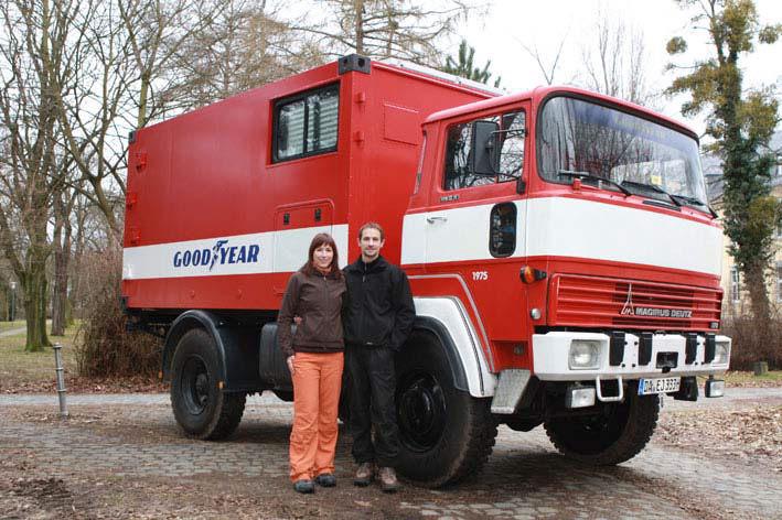 Mit altem Feuerwehrauto einmal um die Welt