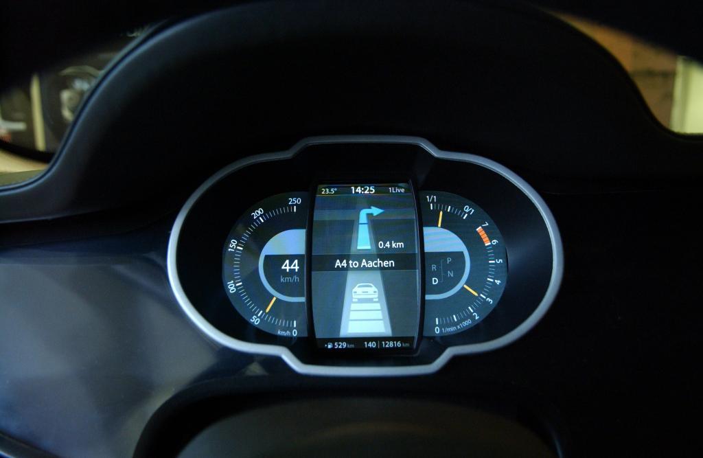 Neue Displays und Folien revolutionieren Cockpit-Design