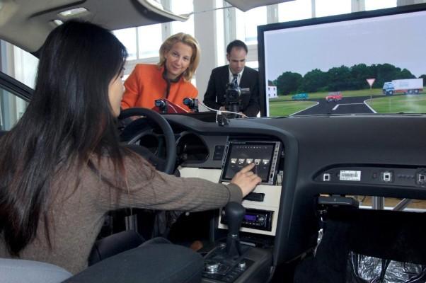 Neuer Fahrsimulator soll Bedienerfreundlichkeit von Autos erhöhen