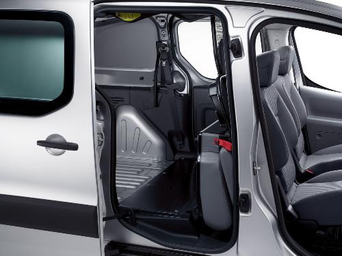 Nfz-Variante des Peugeot Partner jetzt auch als Kastenwagen mit Doppelkabine