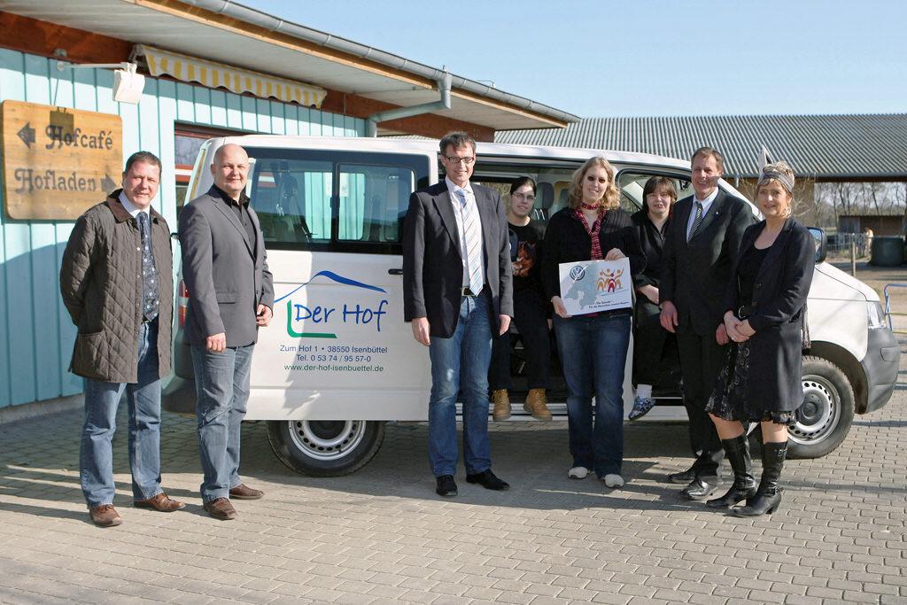 VW-Bus-Spende für Behinderteneinrichtung