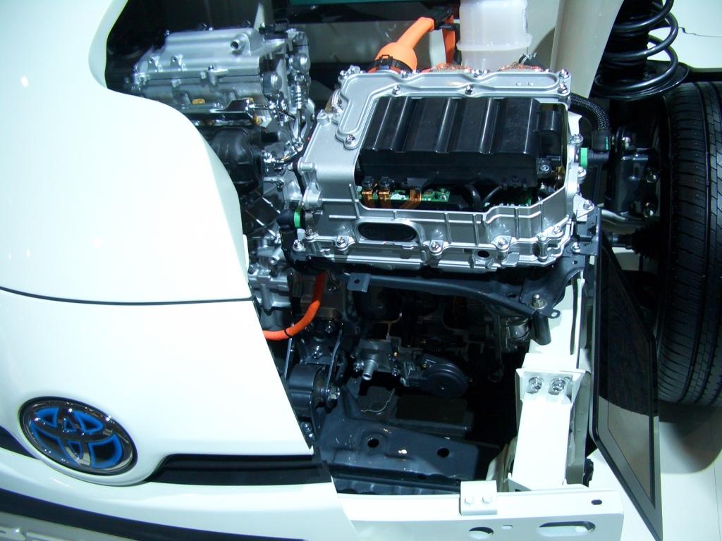 Der Elektromotor des Prius ist bedeutend größer als der de Honda Insight - dafür leistet er auch beachtliche 58 Pferde.