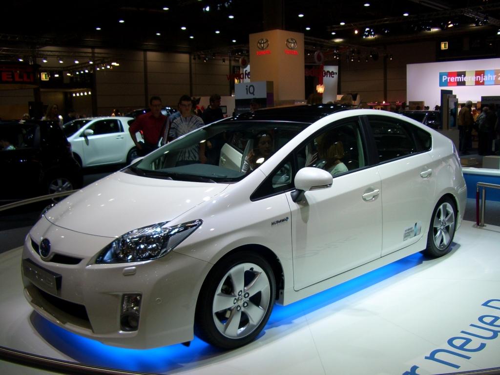 Der Toyota Prius ist die unangefochtene Nummer eins in Sachen Hybrid-Antrieb: Effizient, umweltfreundlich, kraftvoll.