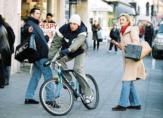 Fußgänger gefährden Radfahrer - ADFC warnt