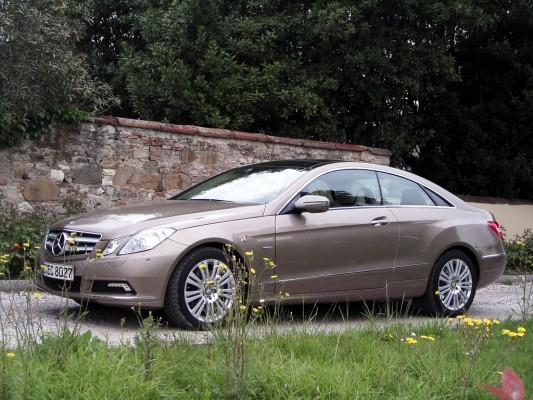 Mercedes E-Klasse Coupé: Schnittiger Zweitürer