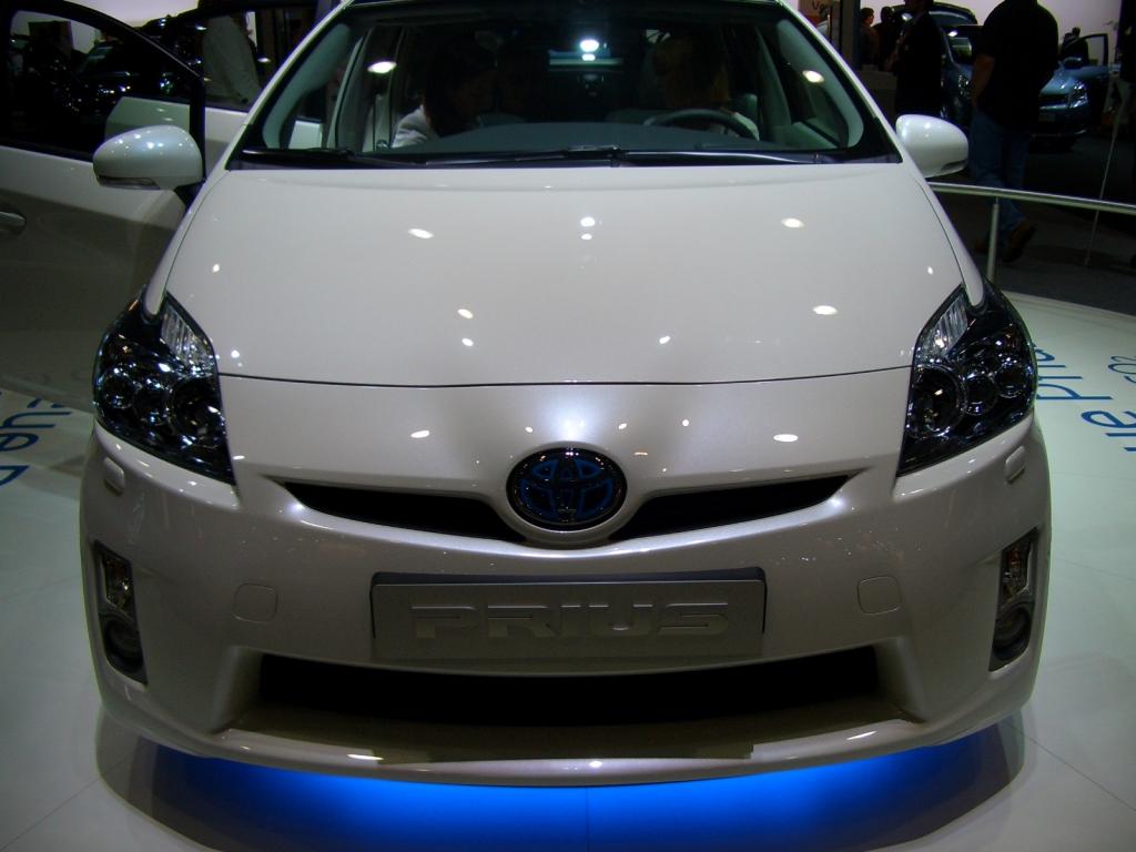 Mit 89g/km CO2-Ausstoss bei 136 PS und einer Beschleunigung von 0 auf 100 in 10,9 Sekunden, ist den Japanern mit dem Prius ein wirklicher Öko-Flitzer gelungen