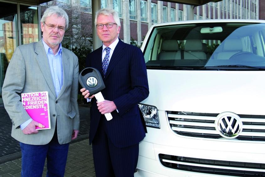 Volkswagen stiftet der Aktion Sühnezeichen einen T5